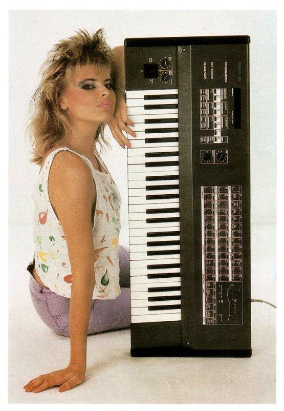 Tiracon 6V, um dos primeiros sintetizadores produzidos na DDR.